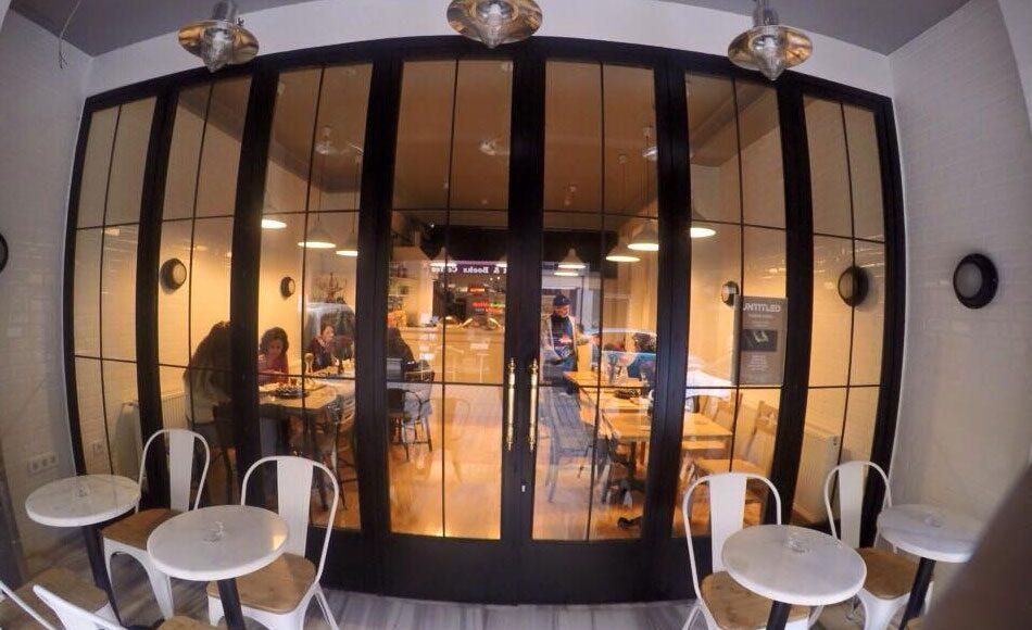 Domino Cafe & Kitchen, Balat